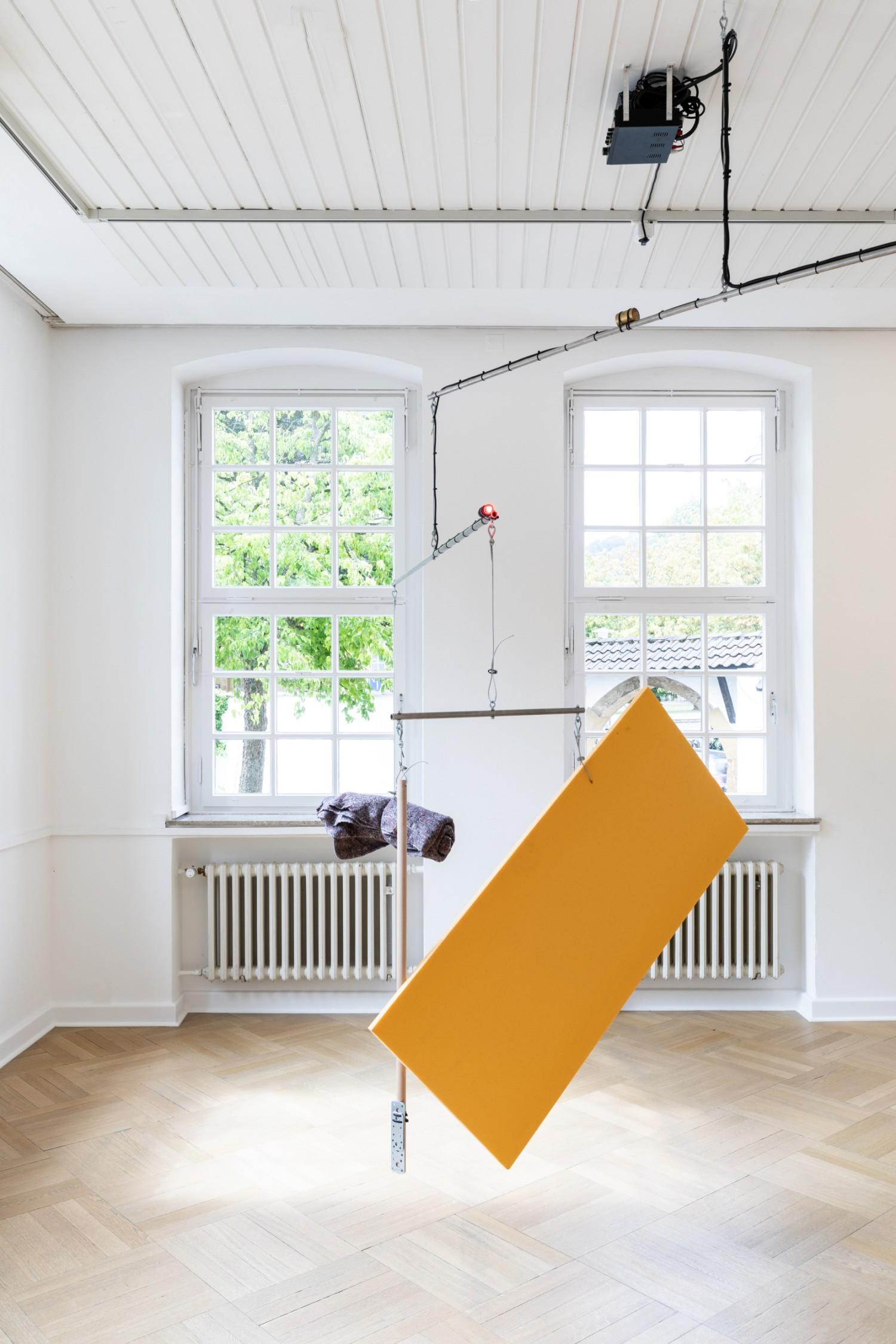 """Die Arbeit """"Horizon"""" ist ein kinetisches Objekt, das von Armin Lorenz Gerold komponierte Soundsequenzen abspielt."""